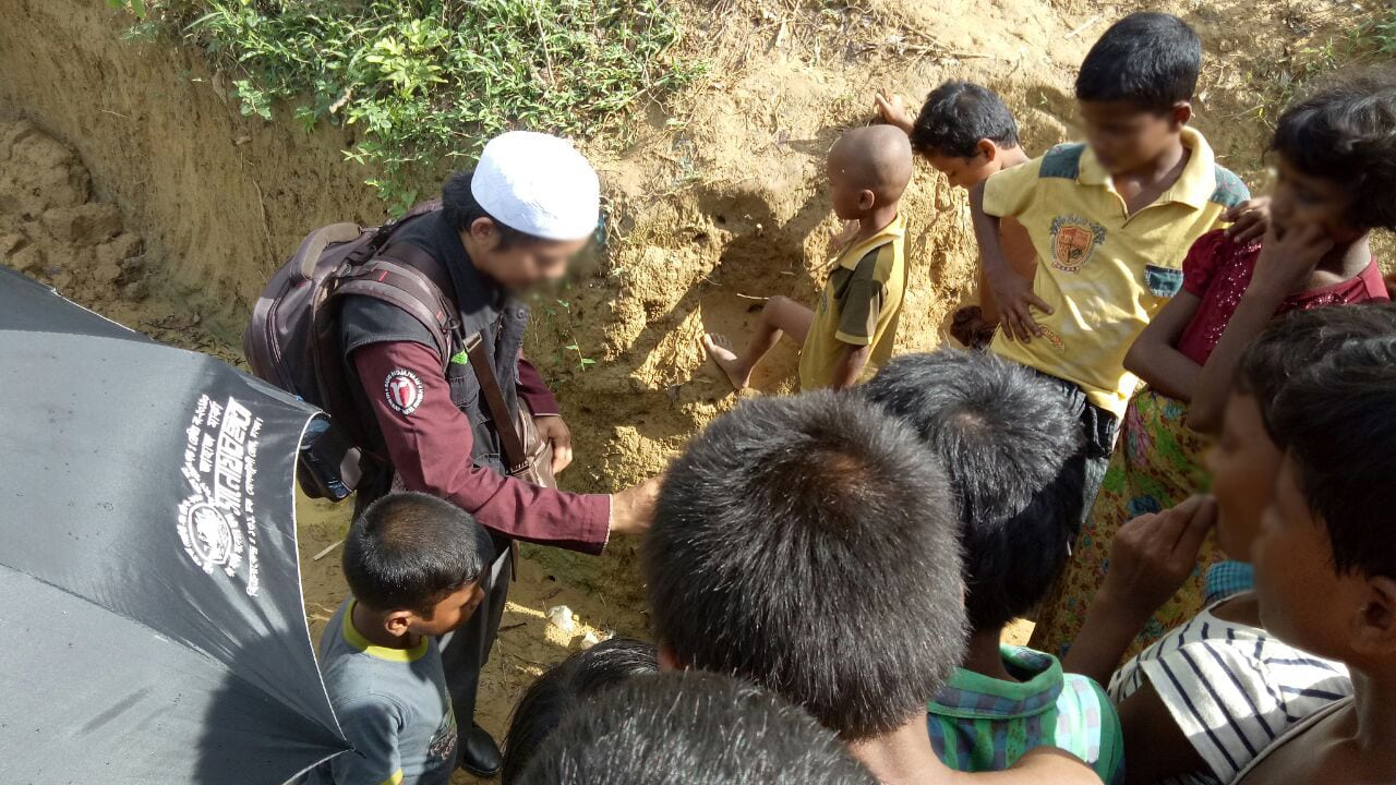 Relawan Radio Rodja Pergi Ke Rohingya